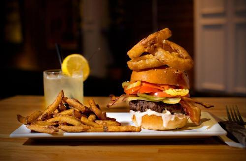 Burger-Bar-Burgers-2