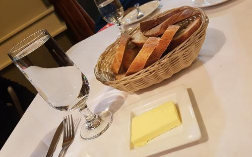 Ermitage-Restaurant-bread-and-butter