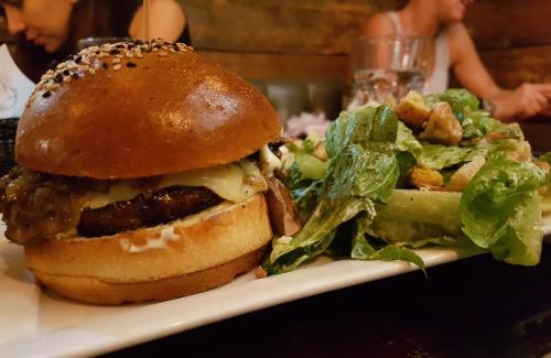 La-Boulette-Berger-&-Salad
