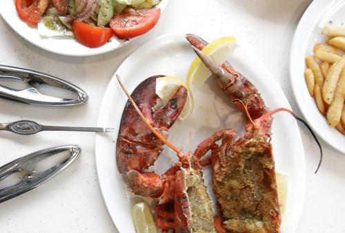 Poissonnerie-Mediterranee-lobster-grilled
