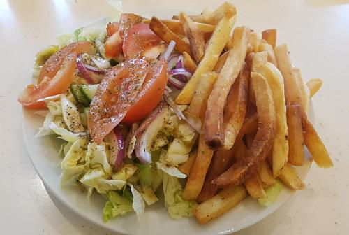 Poissonnerie-Mediterranee-salad-and-fries